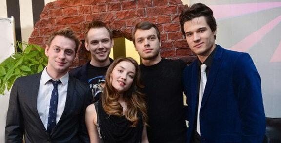актеры из сериала молодежка фото